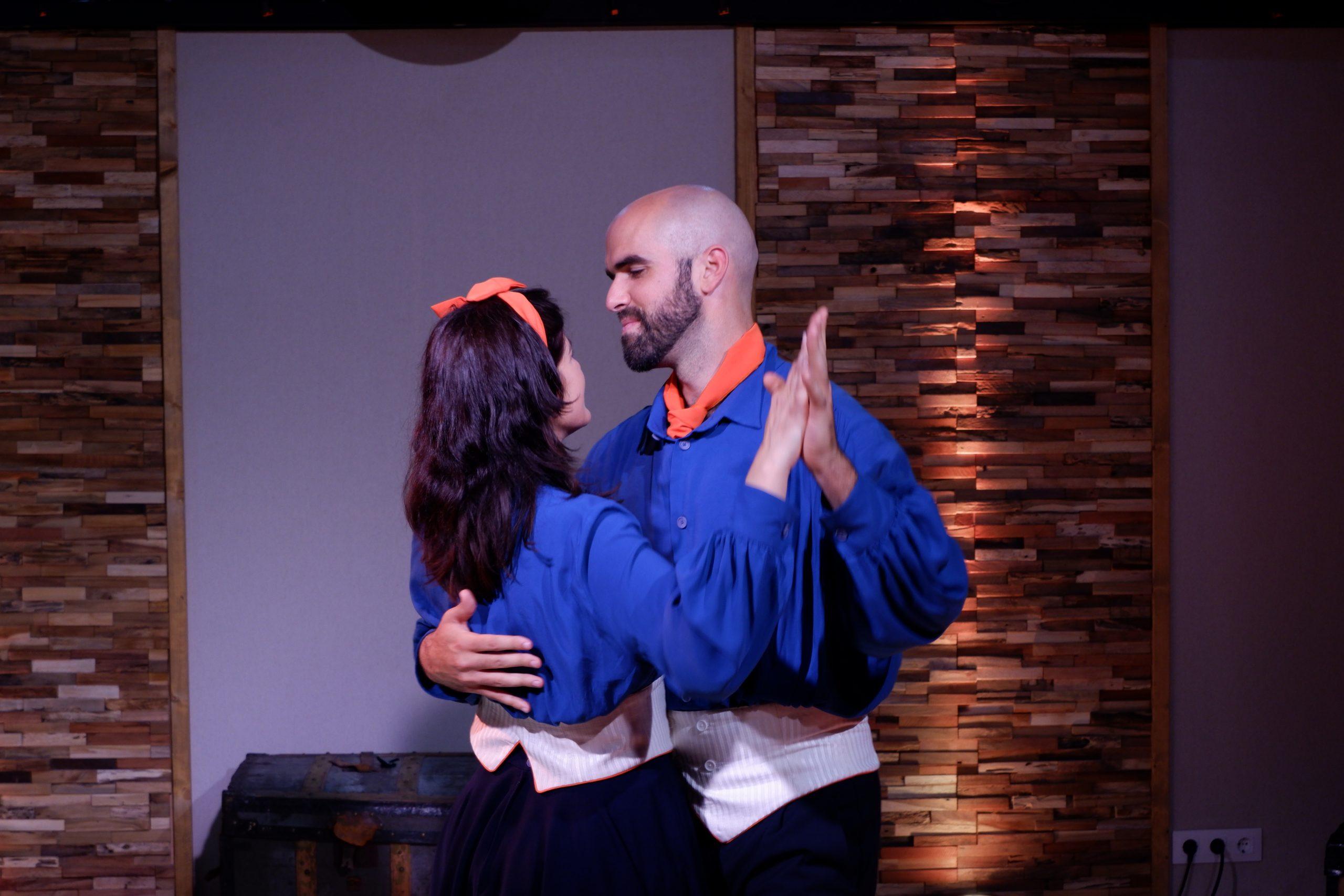 Alberto y Aurore bailando